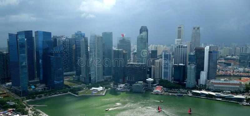 Горизонт города Сингапура после шторма стоковая фотография