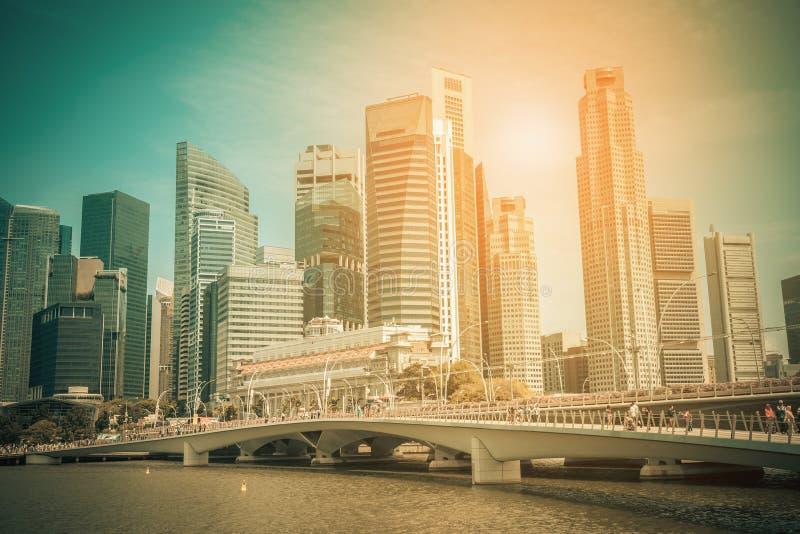 Горизонт города Сингапура финансового района городской в дневном времени стоковые изображения rf