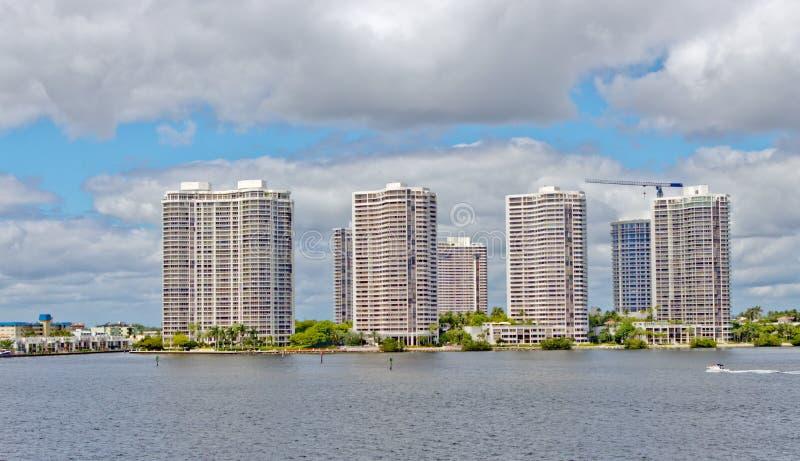 Горизонт города Aventura в Майами, Флориде. стоковые фото