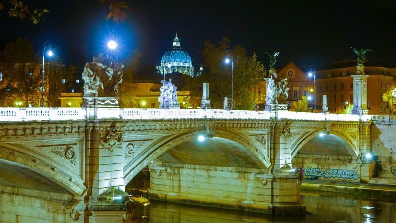 Download Горизонт государства Ватикан с куполом St Peters в Риме от реки Тибра Стоковое Изображение - изображение насчитывающей урбанско, туризм: 81807835