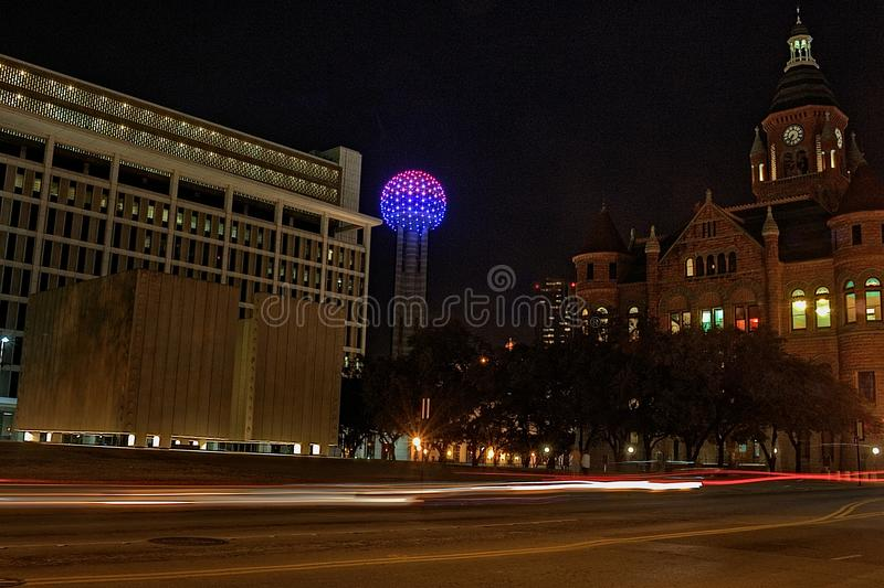 Горизонт Далласа на ноче в зиме стоковое изображение rf