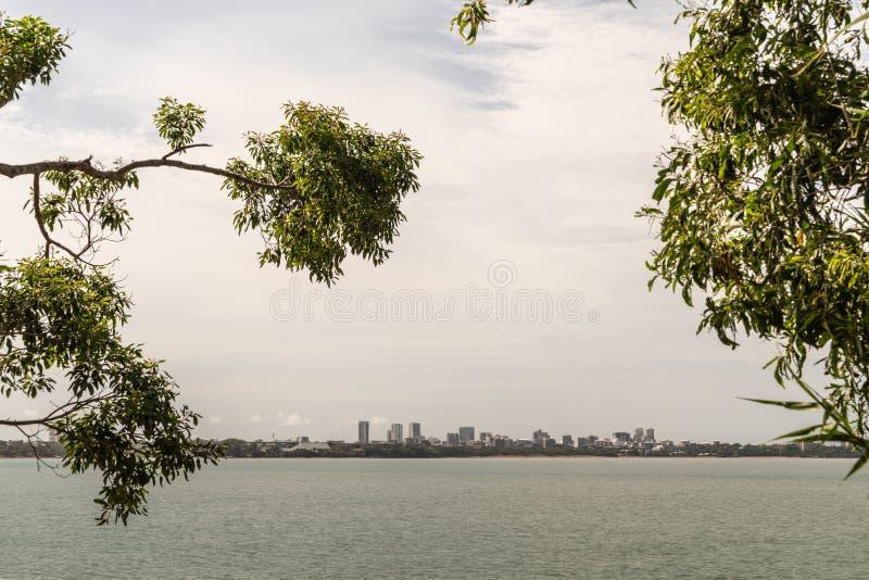 Горизонт Дарвина увиденный от восточного пункта, Австралии стоковое фото rf