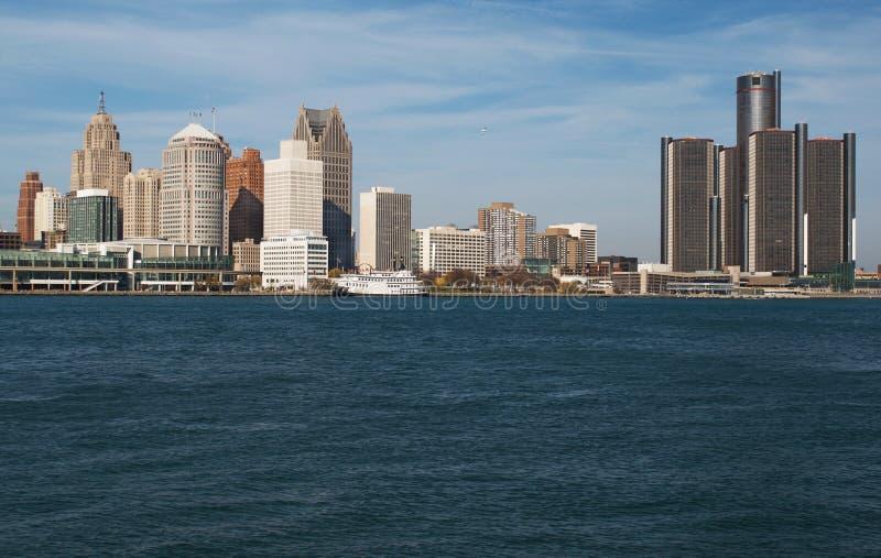 Горизонт Детройта через Реку Detroit от Канады ноября 2016 стоковые изображения rf