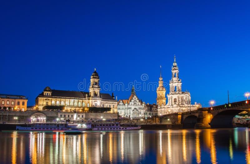 Горизонт Дрездена на ноче стоковые фотографии rf