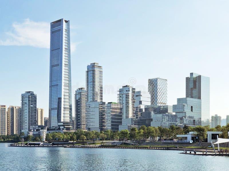 Горизонт залива Шэньчжэня и зданий и парка стоковая фотография rf