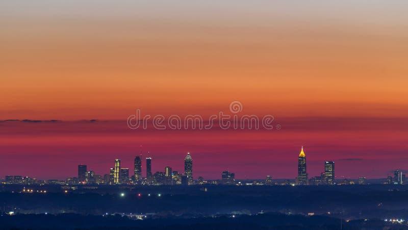 Горизонт захода солнца Атланты городской стоковые фото