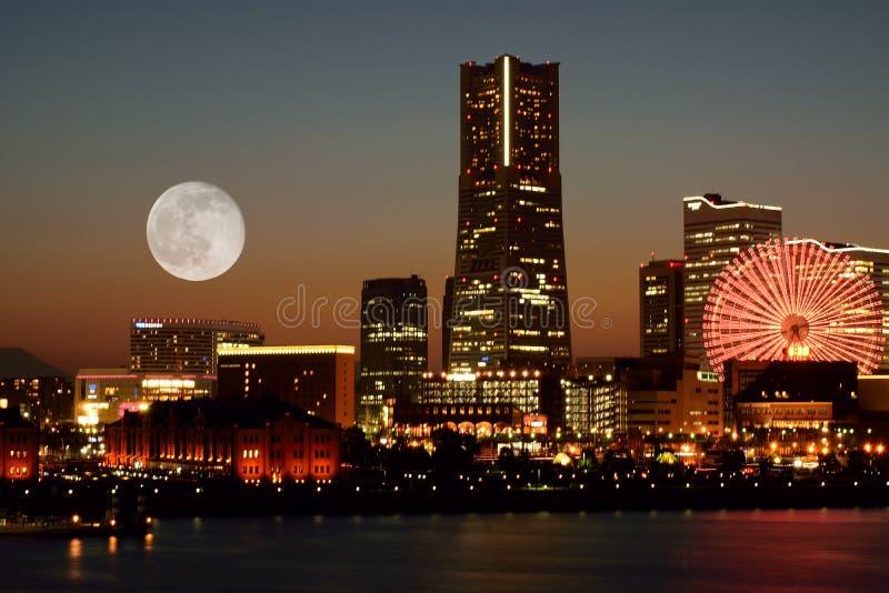 Горизонт Иокогама, Японии на сумраке стоковое изображение rf