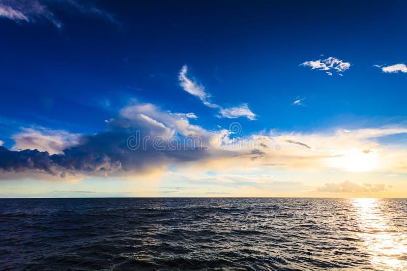 Горизонт и небо моря Seascape стоковые изображения rf
