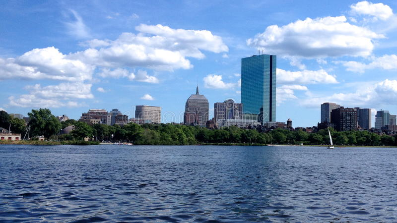Горизонт и река лета Бостона стоковые фотографии rf