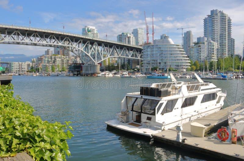Горизонт и False Creek Ванкувера стоковые изображения