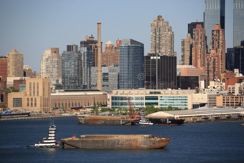 Горизонт и Tugboat New York City стоковое изображение rf
