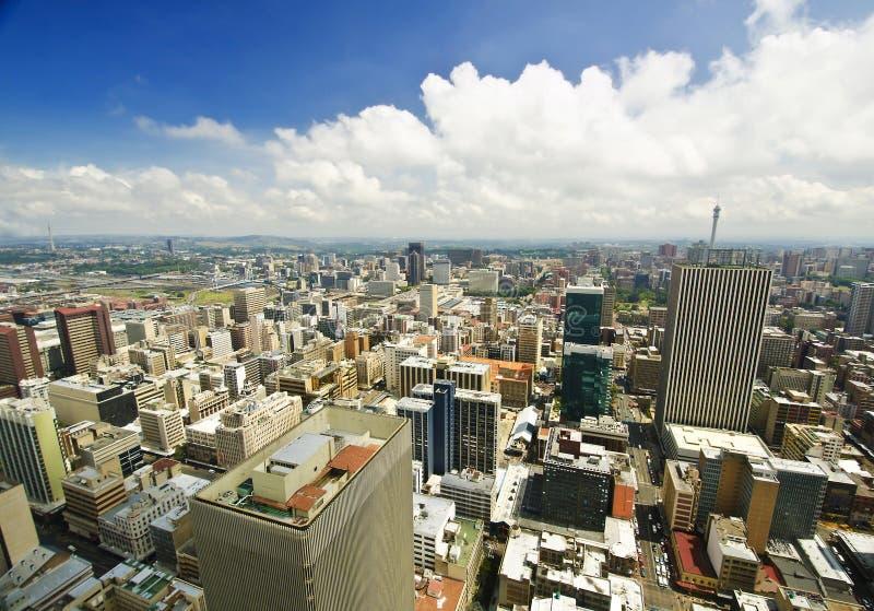 Горизонт Йоханнесбурга от верхней части Южной Африки стоковые фото