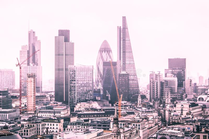 Горизонт Лондона и своих небоскребов стоковое изображение rf