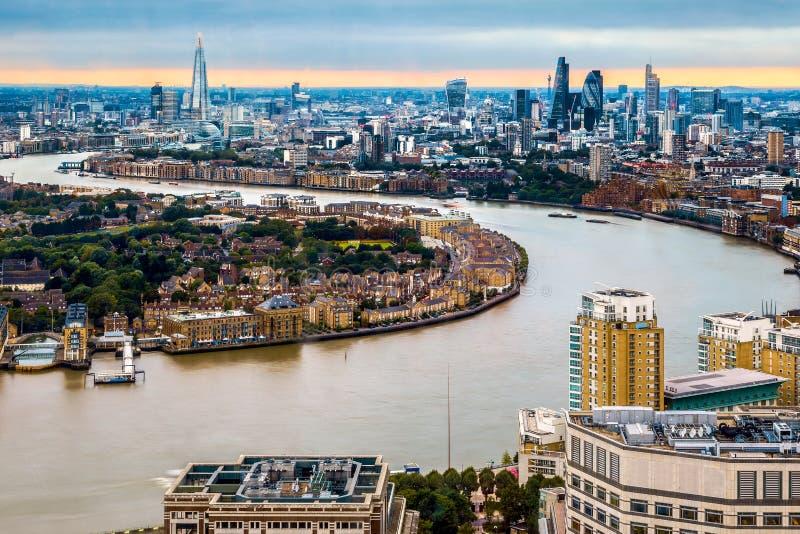 Горизонт Лондона, вид с воздуха с ориентир ориентирами стоковая фотография