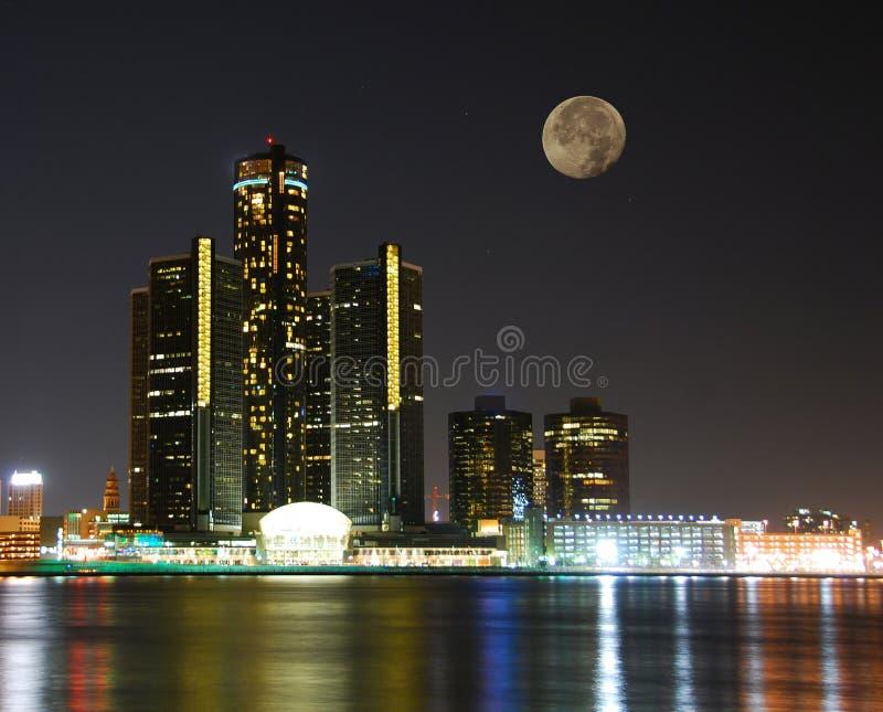 горизонт лунного света города вниз стоковое фото rf