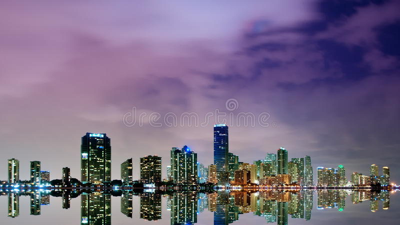Горизонт Майами на упущении nighttime видеоматериал