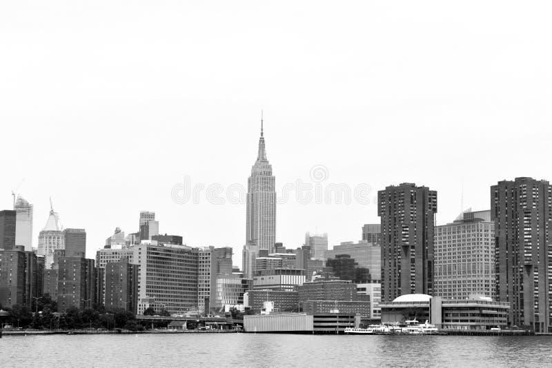 Горизонт Манхэттена от Ист-Ривер стоковая фотография rf