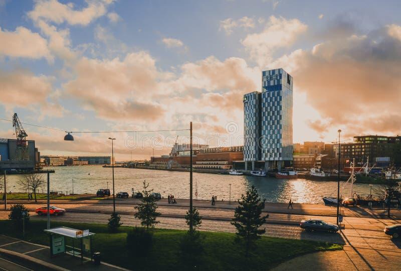 Горизонт на заходе солнца, Хельсинки, Финляндия стоковые фото