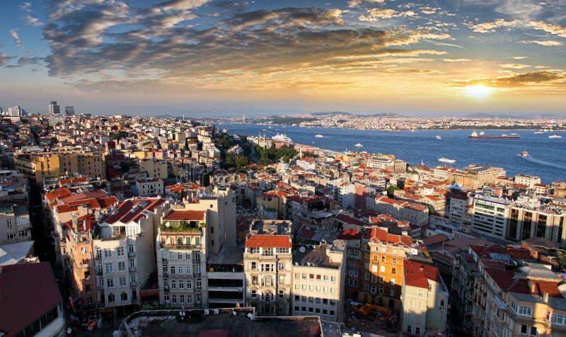 Горизонт на заходе солнца, Турция Стамбула стоковое изображение rf