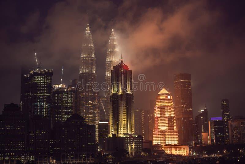 Горизонт на ноче, Малайзия Куалаа-Лумпур, Куала-Лумпур столица Малайзии стоковые фото