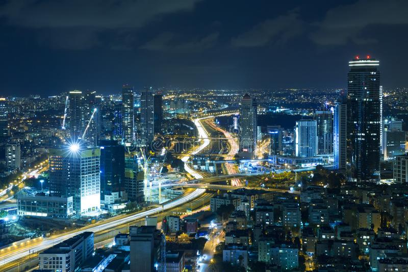 Горизонт на ноче, небоскреб Тель-Авив стоковое изображение
