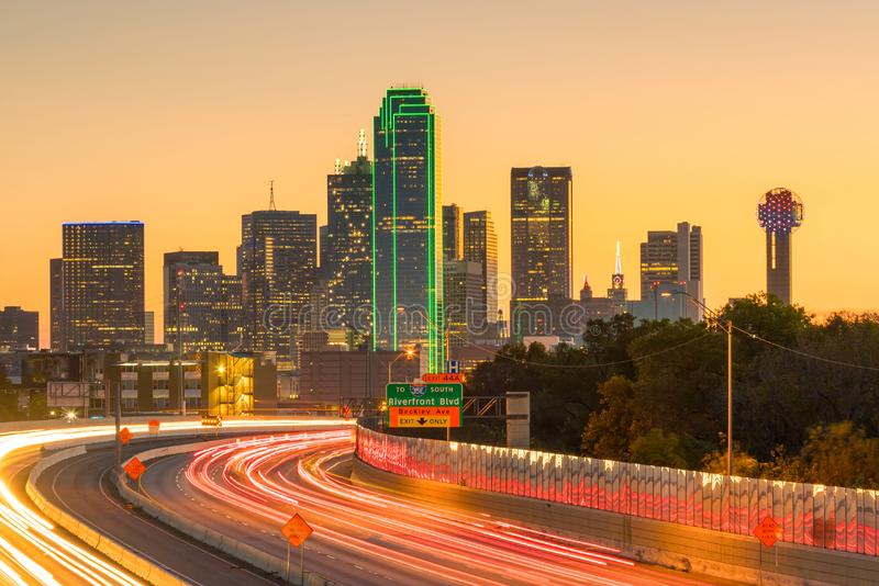 Горизонт на сумерк, Техас Далласа городской стоковые изображения