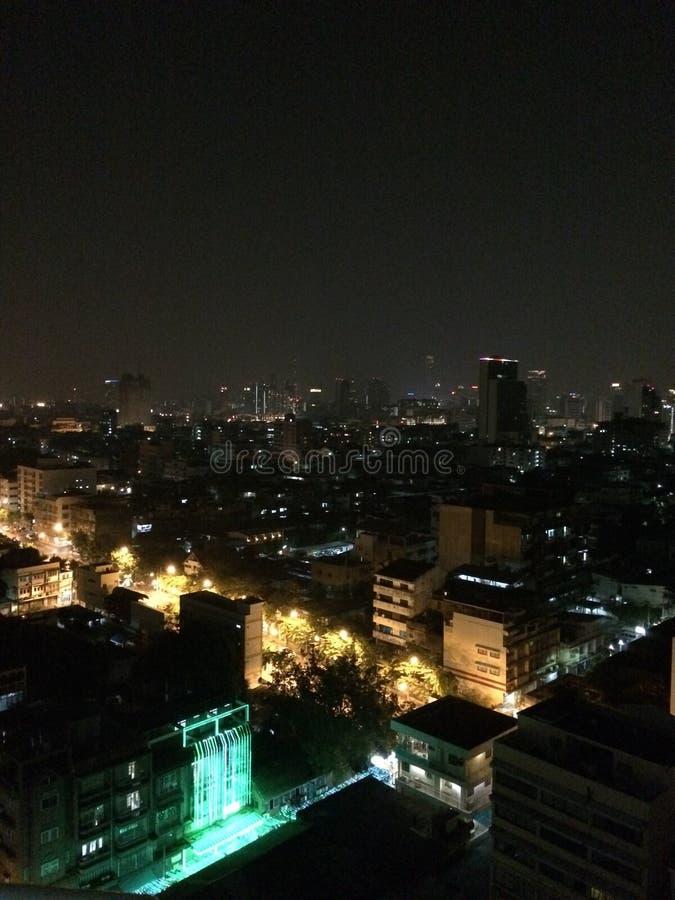 Горизонт ночи Бангкока стоковые изображения