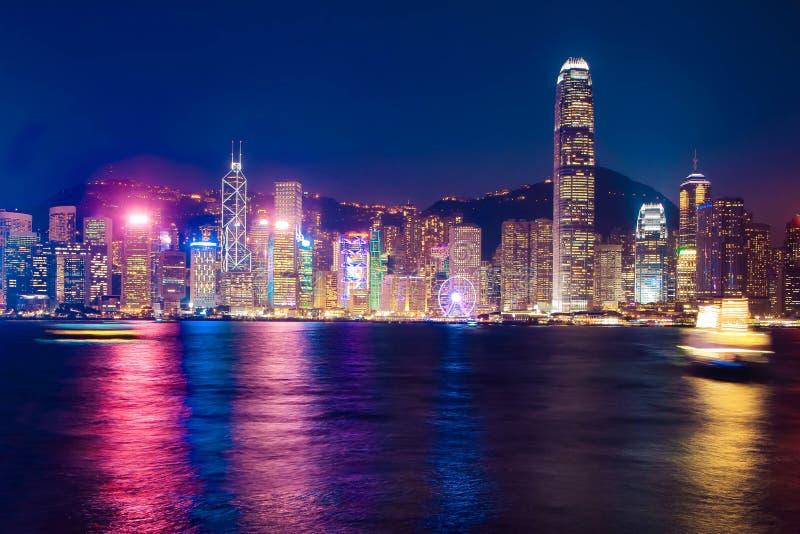 Горизонт ночи Гонконга, habour Виктории стоковая фотография rf