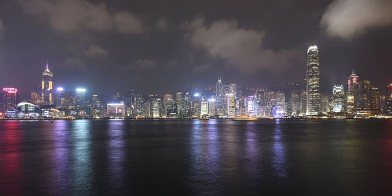Горизонт ночи города Гонконга стоковое фото rf