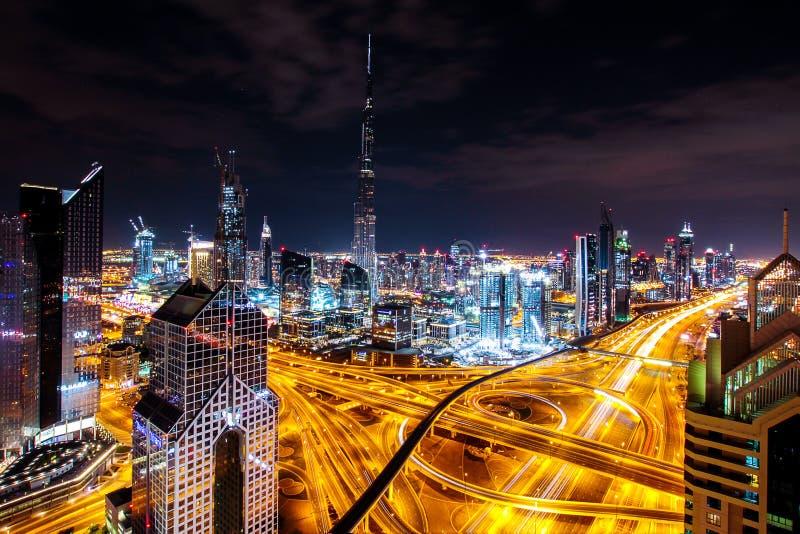 горизонт ночи Дубай стоковые фотографии rf