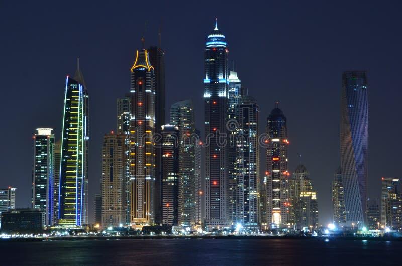 горизонт ночи Дубай стоковое фото