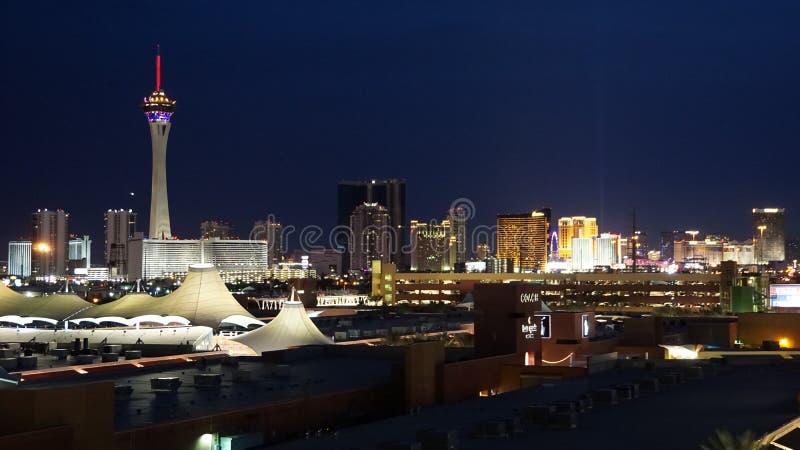 Горизонт ночи Лас-Вегас, Невады стоковое фото rf
