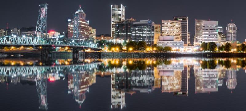Горизонт ночи Портленда, Орегона стоковое изображение