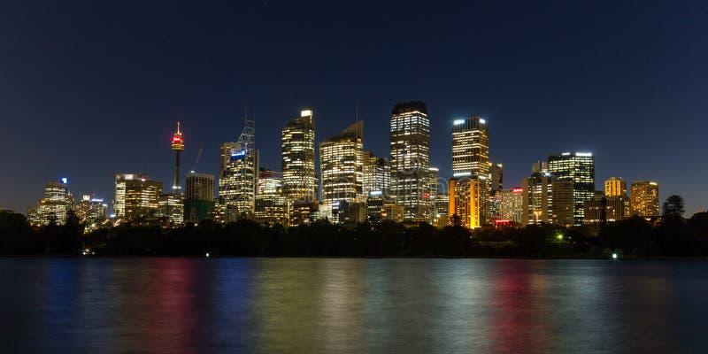 Горизонт ночи Сиднея стоковое изображение rf