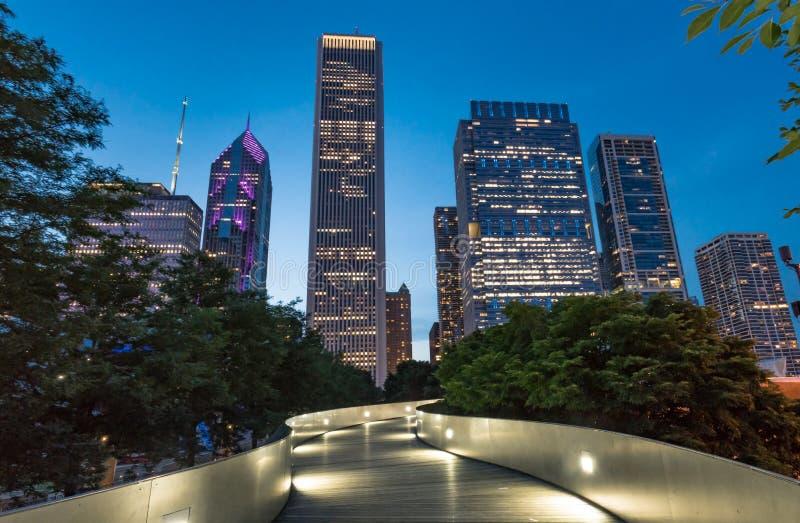 Горизонт ночи Чикаго стоковая фотография