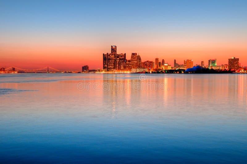 горизонт ночи detroit Мичигана стоковые изображения rf