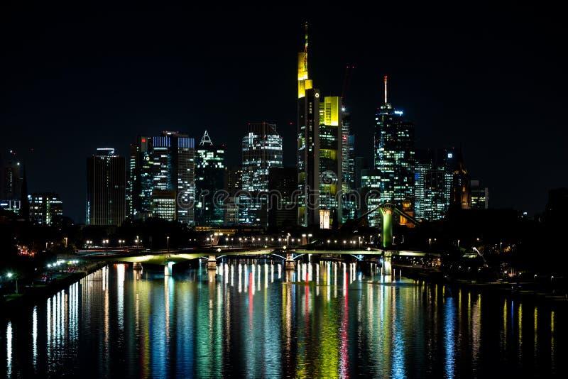горизонт ночи frankfurt стоковое изображение rf