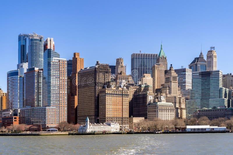 Горизонт Нью-Йорка более низкий Манхэттена стоковые изображения