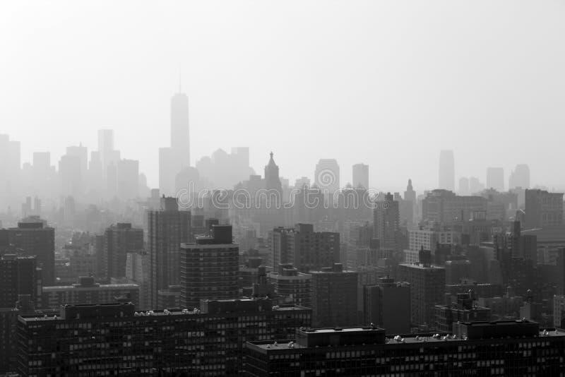 Горизонт Нью-Йорка в тумане стоковые изображения rf