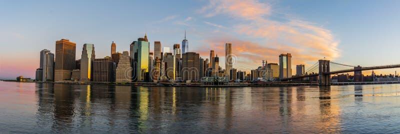 Горизонт Нью-Йорка на солнечном утре стоковое фото rf