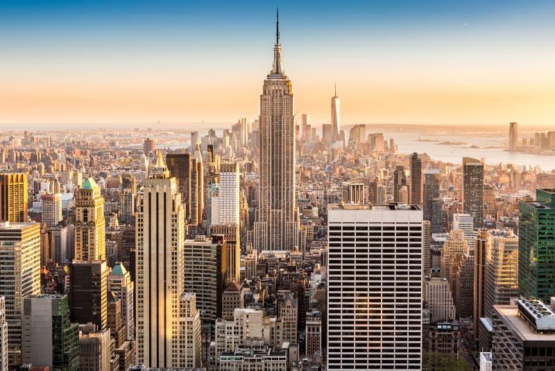 Горизонт Нью-Йорка на солнечном после полудня стоковые изображения rf