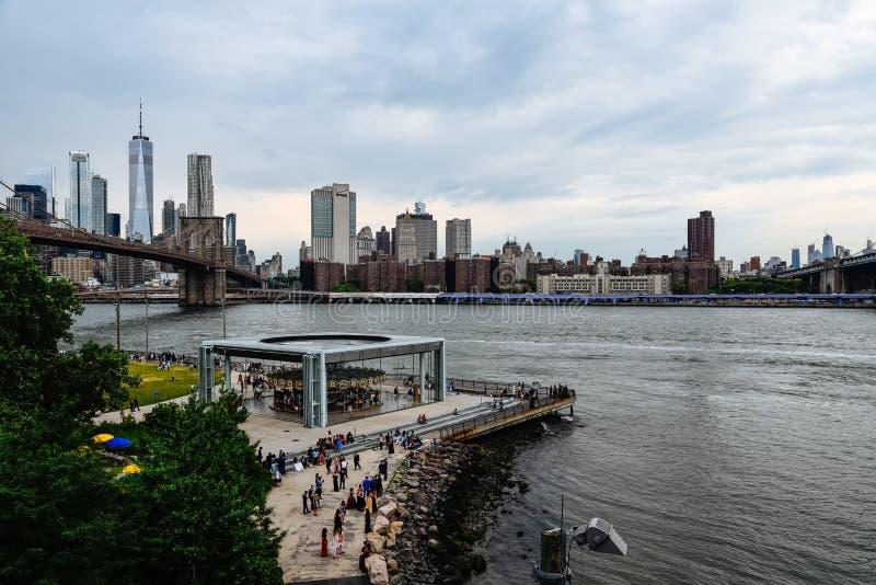 Горизонт Нью-Йорка от Бруклина стоковые изображения rf