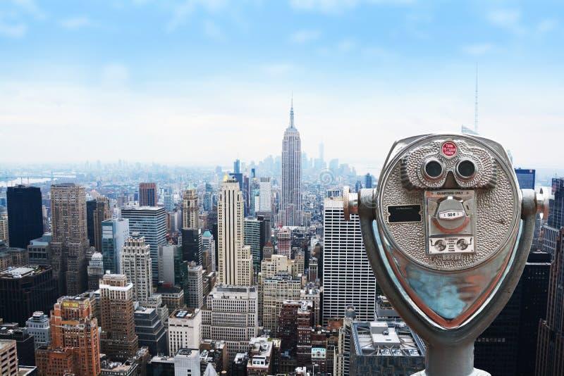 Горизонт Нью-Йорка - центр города и Эмпайр Стейт Билдинг, взгляд от центра Рокефеллер стоковое изображение