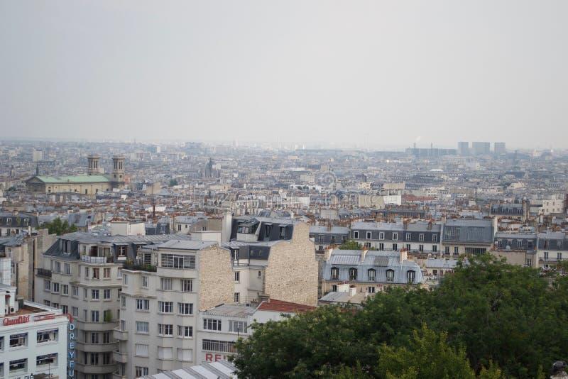 Горизонт от Montmartre, туманный день Парижа стоковое фото rf