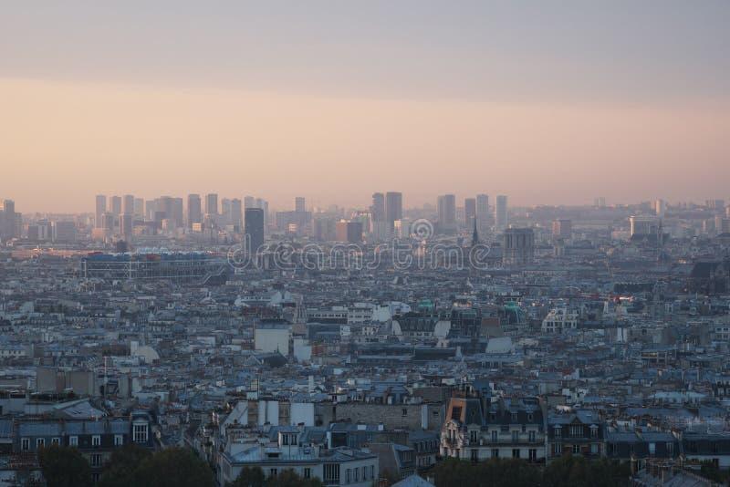 Горизонт Парижа на зоре стоковые фотографии rf