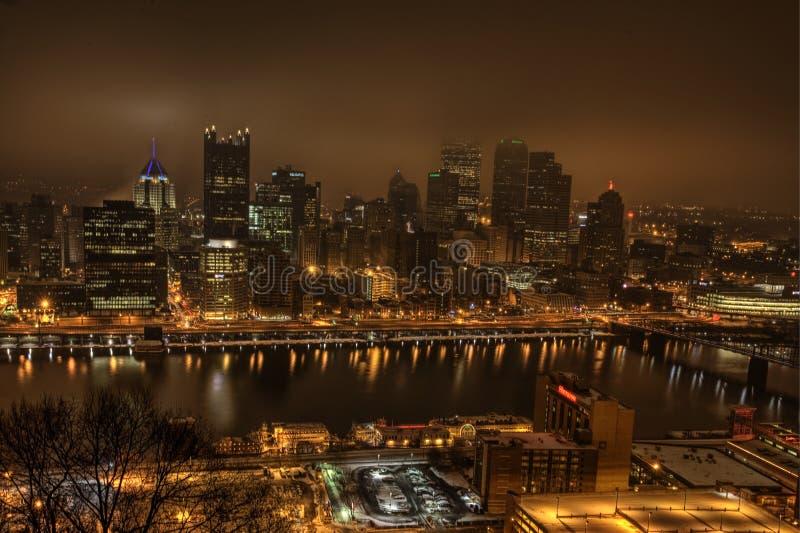 Горизонт Питтсбурга на ноче стоковое изображение rf