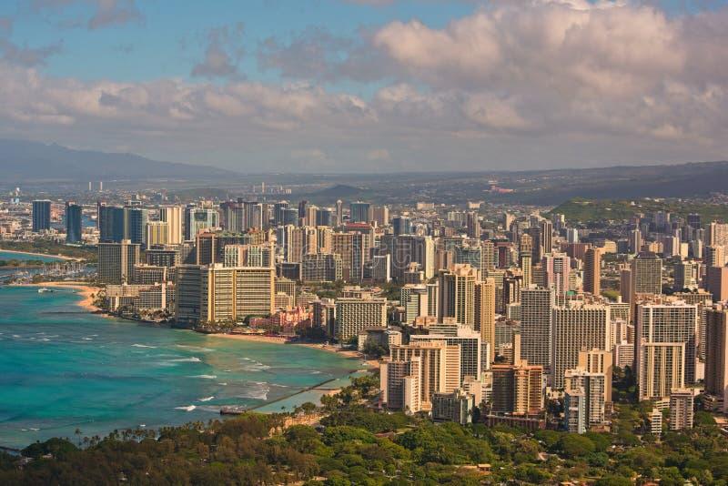 Горизонт пляжа и Гонолулу Waikiki стоковая фотография