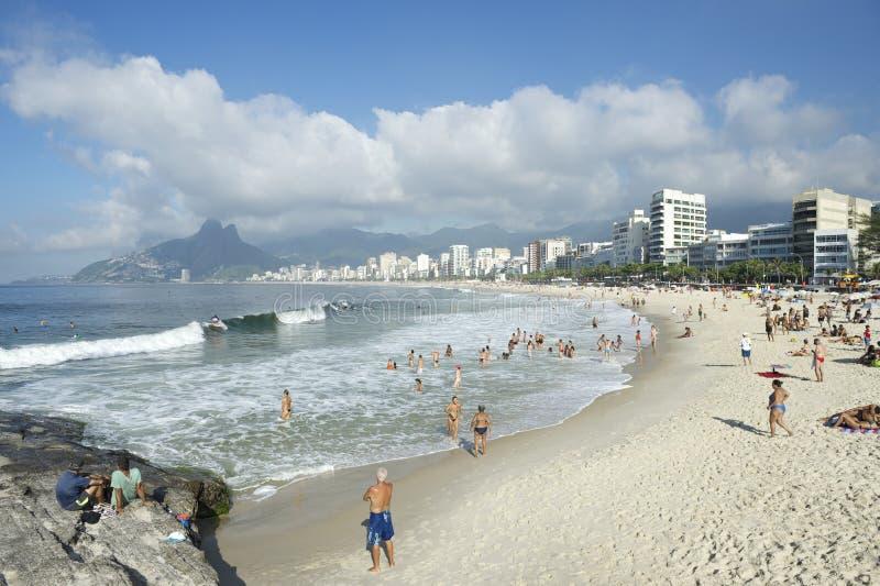 Горизонт Рио-де-Жанейро Бразилии пляжа Arpoador Ipanema стоковое фото