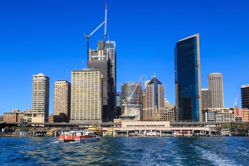 Горизонт Сиднея, Австралии, от круговой набережной стоковое фото
