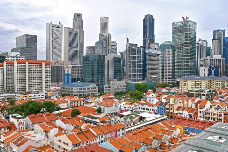 Горизонт Сингапура с Чайна-тауном в переднем плане стоковые фотографии rf